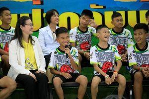 Đội bóng nhí Thái Lan nói gì trong lần đầu xuất hiện trước báo giới?
