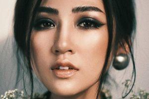 Chuyện showbiz: Á hậu Tú Anh lộ mặt dài nhọn khác lạ trước ngày cưới