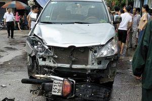 Tông trực diện vào ô tô, nam thanh niên bị hất văng chết tại chỗ