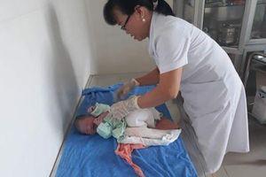 Sinh em bé ngay trên taxi Mai Linh khi trên đường đến bệnh viện