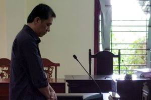 Giám đốc 'thụt két' tiền tỉ để cá độ bóng đá, lãnh 13 năm tù