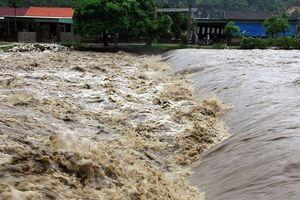 Nhiều địa phương bị chia cắt sau bão số 3