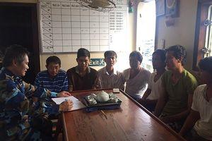 7 ngư dân Phú Yên được cứu hộ an toàn giữa bão biển