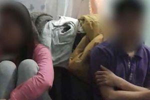 Cặp kè với nhân tình bị bắt quả tang, vợ quỳ gối cầu xin tha thứ