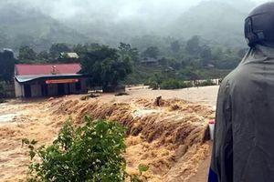 Bão tan, nhiều nhà dân bị ngập lụt