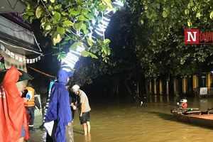 Mưa lũ ở Yên Bái: Trắng đêm chờ nước rút