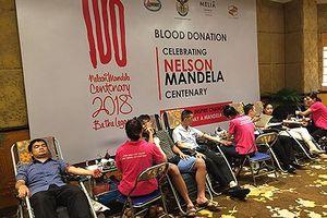 Lan tỏa hành động đẹp nhân kỉ niệm 100 năm ngày sinh Nelson Mandela