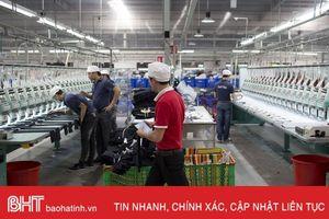 Bloomberg: Việt Nam tự bảo vệ mình trước chiến tranh thương mại Mỹ - Trung