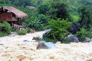 Clip: Sau bão số 3, lũ quét 'hoành hành' ở Sơn La