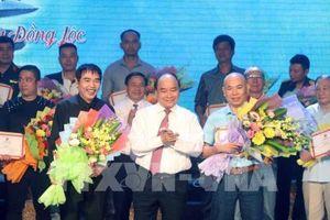 Thủ tướng Nguyễn Xuân Phúc tham dự Chương trình 'Những đóa hoa bất tử'