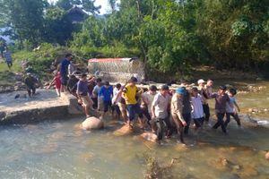 Thanh Hóa: Lũ đổ về trong đêm, 7 người thương vong