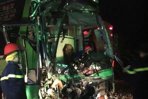 Xe khách húc xe khách đang đỗ bên đường, 24 người bị thương