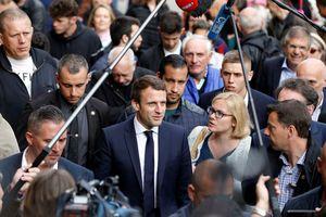 Tổng thống Pháp bị chỉ trích vì cận vệ hành hung người biểu tình