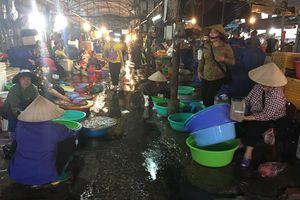 Xử lý tình trạng ô nhiễm ở chợ cá Hạ Long 1