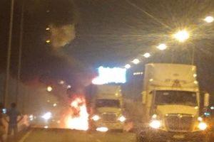Đâm đuôi container, xe khách phát hỏa trên cao tốc, 2 người tử vong