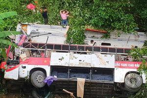 Xe khách lao xuống vực tại Cao Bằng, ít nhất 4 người chết