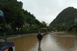 Dốc Đèo Bụt ngập sâu gần 2 mét, quốc lộ 18 bị chia cắt
