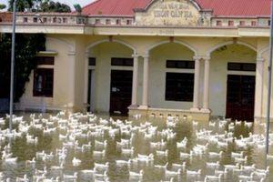 Nhiều vùng ngoại thành Hà Nội cô lập, dân chèo thuyền tiếp tế