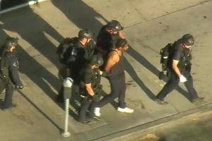 Mỹ: Xả súng bắn bà và bạn gái rồi xông vào siêu thị bắt hàng chục con tin