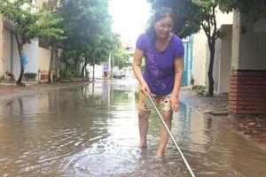 Người dân Thủ đô chật vật dọn dẹp sau mưa lũ
