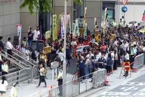 Người Hồng Kông biểu tình phản đối cấm đảng ly khai hoạt động