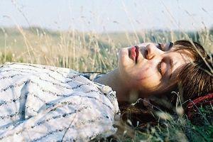 Đôi khi chuyện tình yêu chỉ là của một người, một người biết và một người đau
