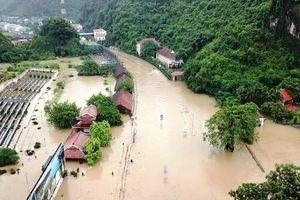 Đã có 32 người chết và mất tích, gần 10.000 ngôi nhà bị ngập do mưa lũ