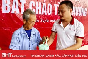 'Bát cháo tình thương' cho 150 bệnh nhân nghèo