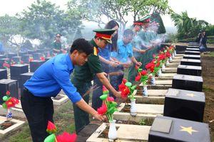 Trồng 2.500 cây xanh tại các nghĩa trang liệt sĩ ở tỉnh Bình Phước