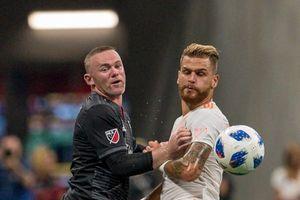 Đội của Rooney thua sấp mặt