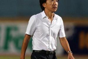 Học trò đá láo ăn thẻ đỏ, HLV Miura phát biểu bất ngờ