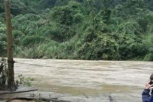 Lâm Đồng: Nam thanh niên bị lũ cuốn khi đu cáp qua sông