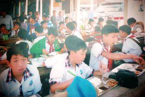 Cụ ông và hành trình dựng nhà ăn cho học trò nghèo