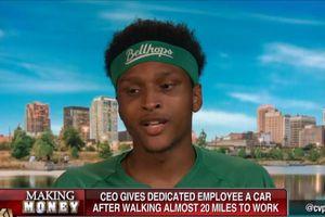 Đi bộ hơn 30 km trong ngày đầu tiên đi làm, nam thanh niên được CEO tặng xe hơi