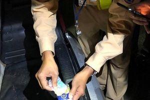 CSGT khống chế nhóm thanh niên 'găm' thuốc lắc, ma túy đá