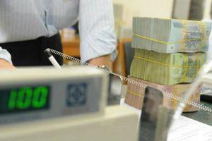 Tài chính 24h: Không được 'rót' USD giá rẻ, ngân hàng lập tức tăng giá USD
