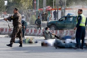Afghanistan: Phó Tổng thống Dostum thoát chết vì IS đánh bom