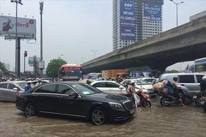Xử lý xe 'bơi' trong mưa ngập: 5 bước nhất định phải biết để không mất tiền oan