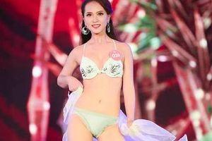 Thí sinh Hoa hậu Việt Nam 2018 catwalk bị chê loạng choạng, dáng đi… kì cục