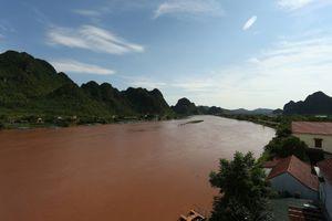 Nhiều hang động tại Quảng Bình tạm dừng đón khách vì nước lũ lên cao