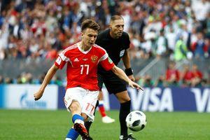 Có nên mua cầu thủ tỏa sáng sau World Cup?