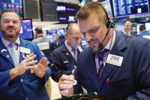 S&P 500 khởi sắc nhờ lợi suất trái phiếu kho bạc Mỹ tăng