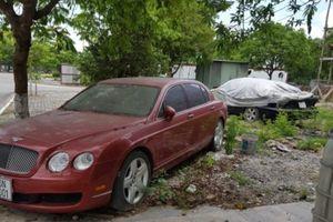 Xót xa nhìn siêu xe tiền tỷ Bentley bị 'bỏ rơi' ở vỉa hè Hải Phòng