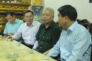 Chủ tịch Nguyễn Đức Chung thăm, tặng quà các gia đình chính sách