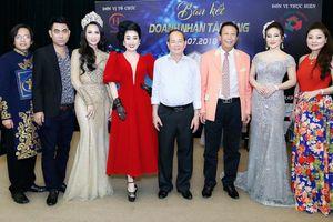 NSƯT Thế Hiển, Minh Luân trao 12 chiếc vé vòng chung kết 'Doanh nhân tài năng 2018'