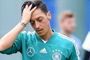 Mesut Ozil từ giã tuyển Đức
