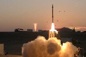 Tên lửa 'đũa thần' Israel lần đầu khai hỏa nhằm vào tên lửa Syria