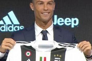 Khi nào Cristiano Ronaldo mới có lần đầu ra sân cho Juventus?