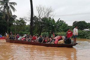 Quân đội Việt Nam đưa hàng trăm chiến sĩ sang hỗ trợ Lào để cứu hộ cứu nạn
