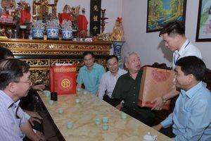 Chủ tịch UBND TP Hà Nội thăm và tặng quà hai gia đình chính sách quận Bắc Từ Liêm